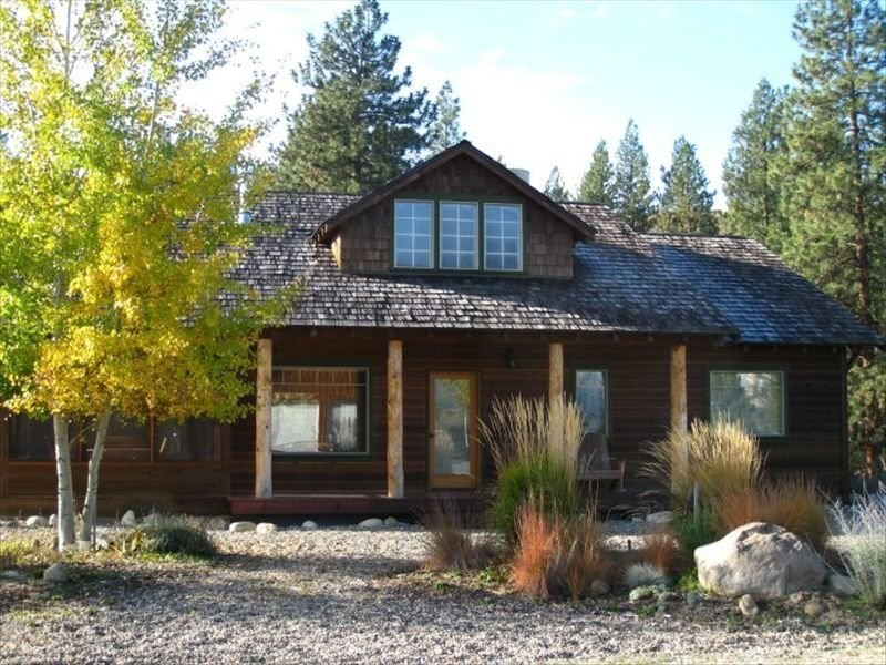 Live Like A Local - Beautiful Winthrop Home close to ski/hiking trails, holiday rental in Mazama