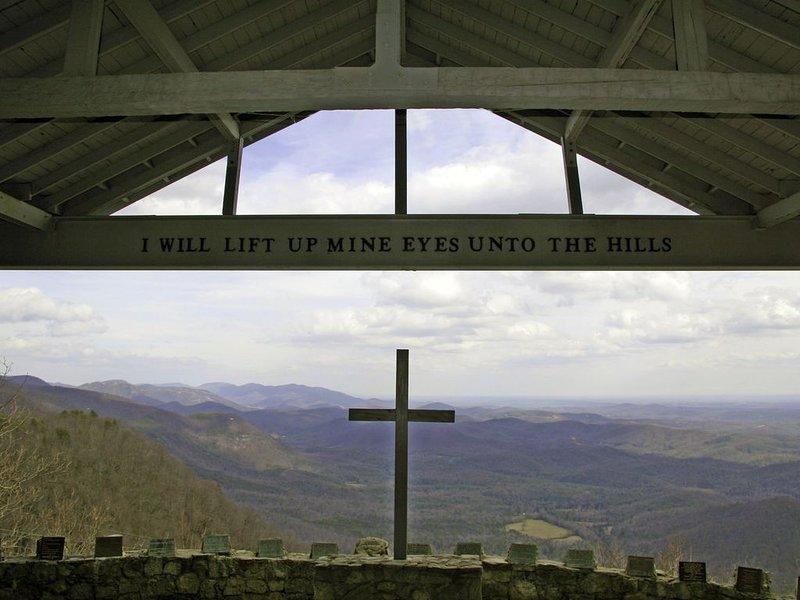 Pretty Place (Symmes Chapel) est juste en bas de la route ... un lieu de mariage merveilleux