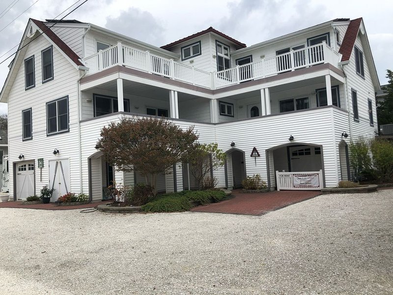 Duplex in North Beach, 3 houses from beach (400 ft), holiday rental in Long Beach Township