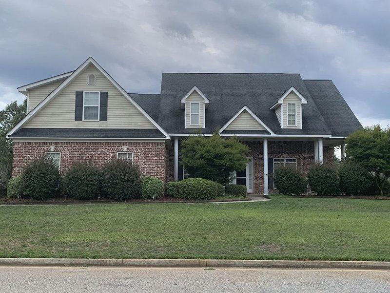 Middle GA Getaway/Retreat Location - 5 bedroom Home, holiday rental in Lizella