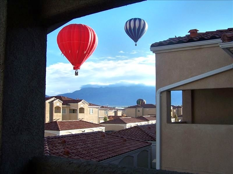 Location- Centrally Located Condo (Gated) - Sandia Mtn View, holiday rental in Albuquerque