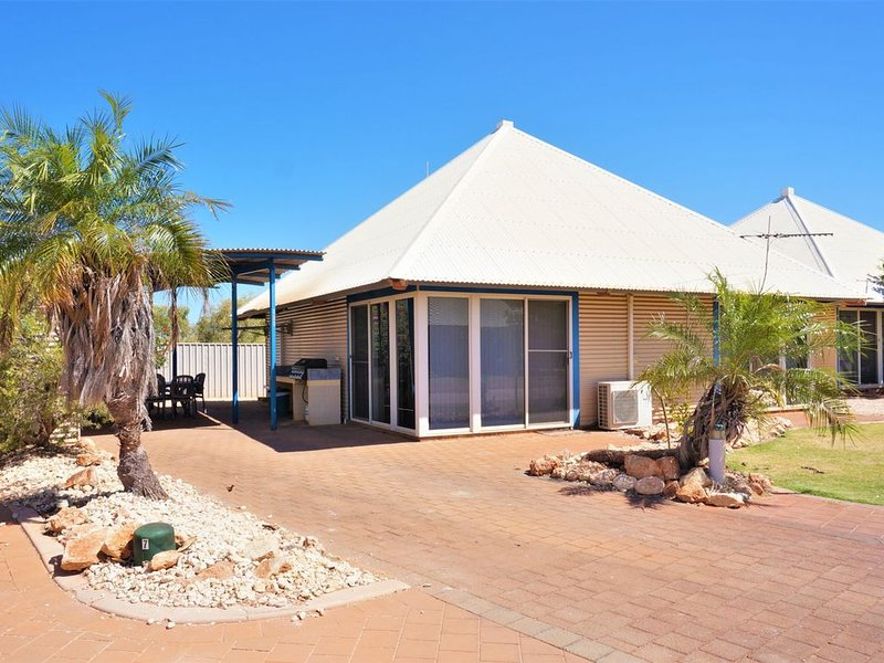 Splendid 3 Bedroom Holiday Villa with a Pool in the Complex, holiday rental in Exmouth