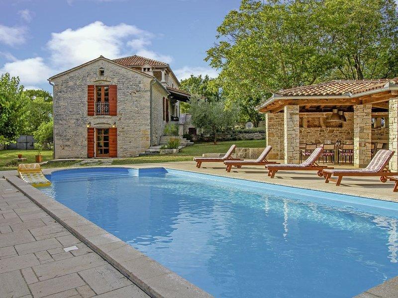 Villa Salambati 9 * 20000 m2 Anwesen, privater Pool, Grill, WLAN, vacation rental in Smoljanci