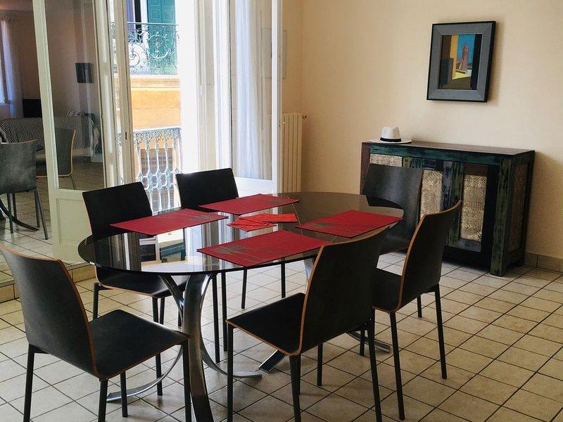 Bel et grand appartement, 4/6 personnes, très lumineux,plein centre., vacation rental in Collioure