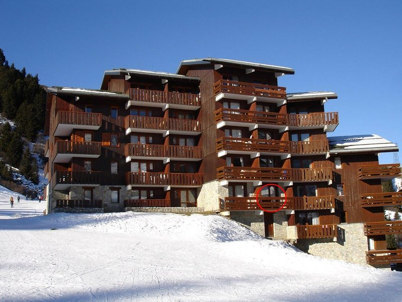 Mottaret, 3 Valleys, 2 rooms, sunny, sleeps 6, skis, holiday rental in Meribel