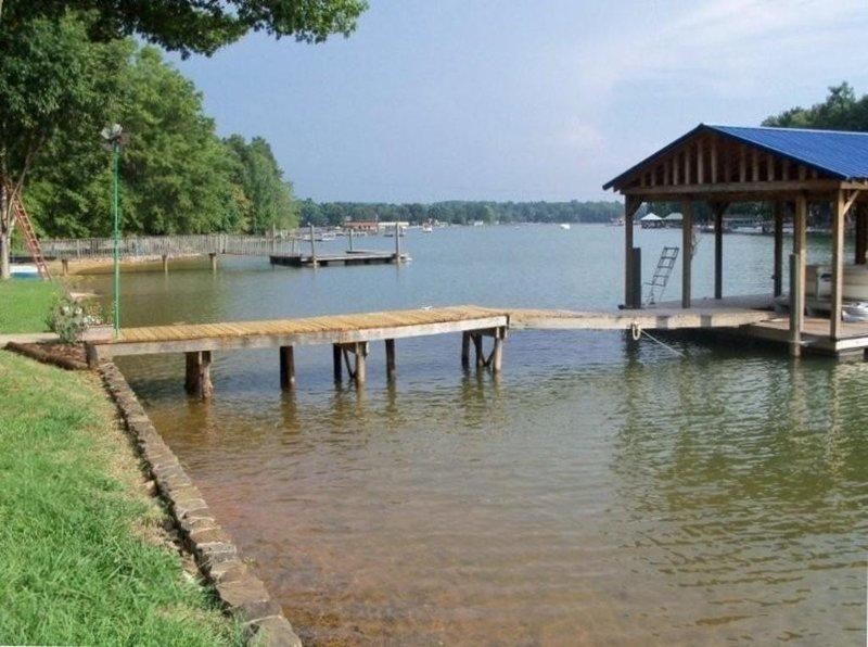 Blick auf die Deep Water Cove und Dock.