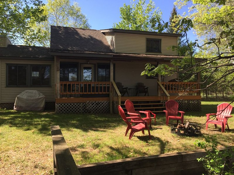 Family Friendly Lake Cabin on Pristine Poquettes Lake, holiday rental in Spooner