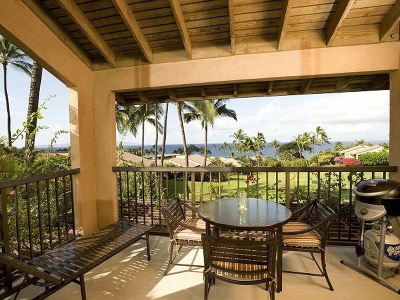 14D Panoramic ocean view, beautiful sunset every night. Best in Ekahi!, holiday rental in Wailea