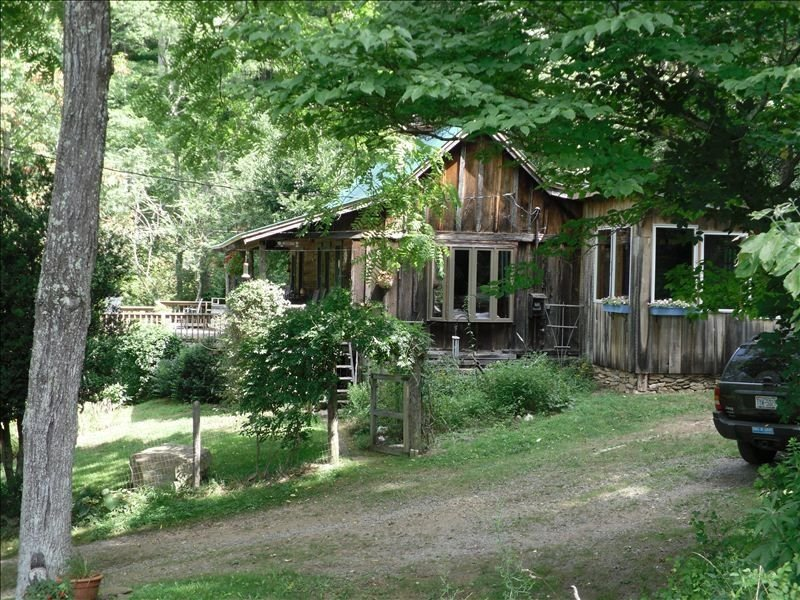 Secluded Cabin on 45 Private Acres with Trails, Pond, Pets Ok., holiday rental in Burnsville