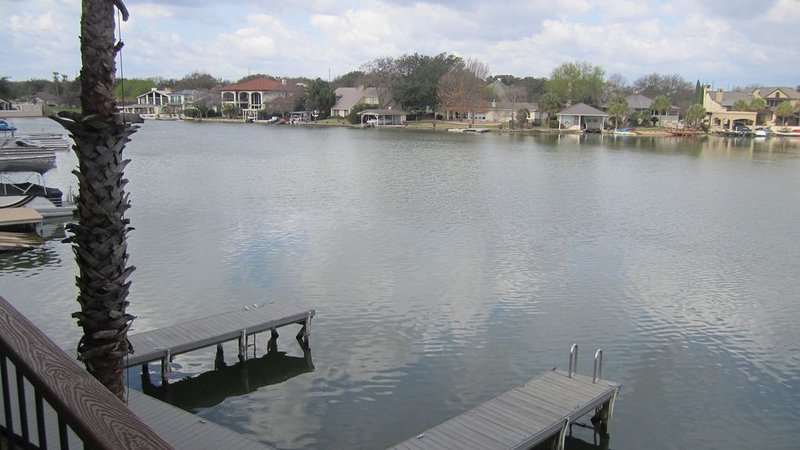 Lakefront Townhome with Boat Dock Near Resort Hotel, alquiler de vacaciones en Horseshoe Bay