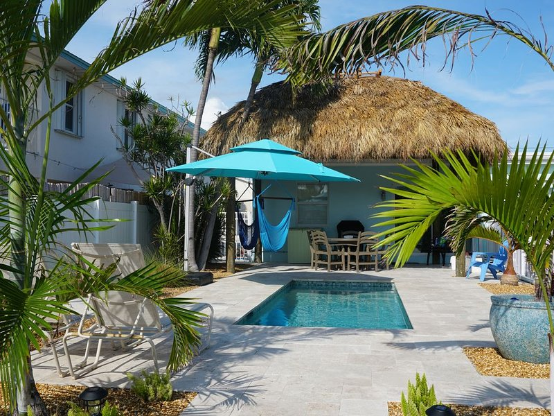Waterfront, Private Pool, and Fully Renovated - Mini Season Open!, holiday rental in Key Colony Beach