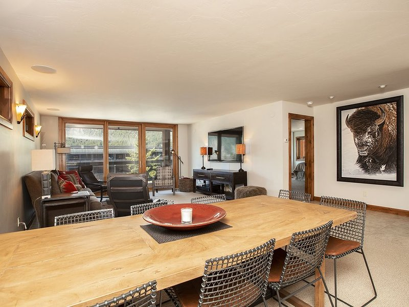 Luxury Downtown Ketchum Condo with Views of Baldy, holiday rental in Ketchum