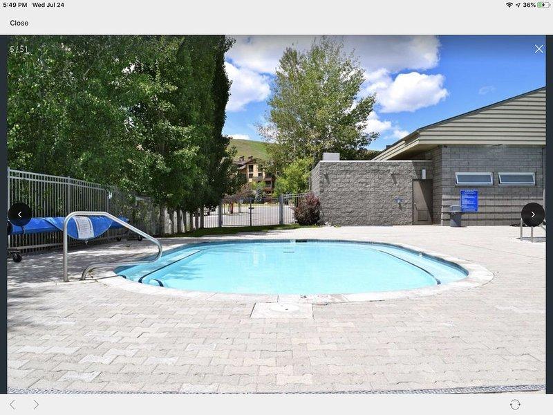 Enorme hot tub open zomer en winter!