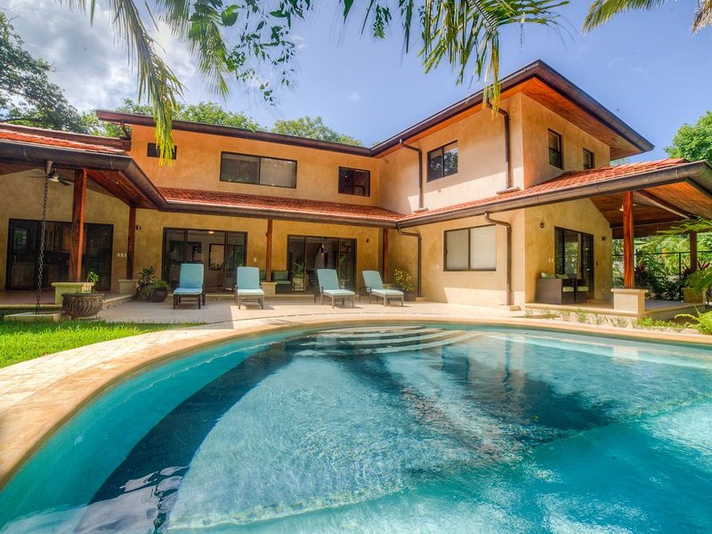 Brand New Luxury Home just steps from the surf with pool and wifi, vacation rental in Playa Pelada