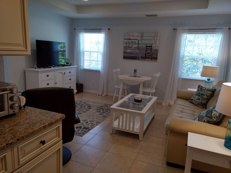 Directly on Manasota Key with gulf and private beach access!, vacation rental in Englewood