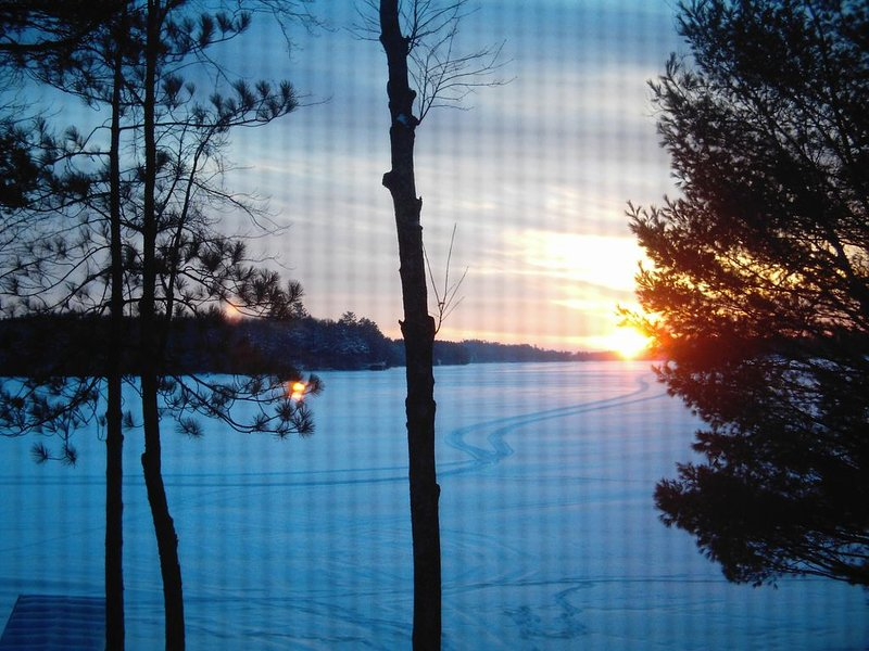 Relax & Enjoy the Northwoods on the Chain of 28 Lakes!, holiday rental in Three Lakes