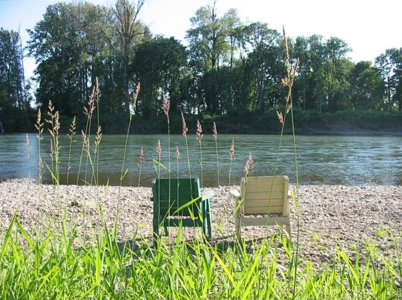 Beautiful, Quiet, Country Setting on Willamette River, holiday rental in Corvallis