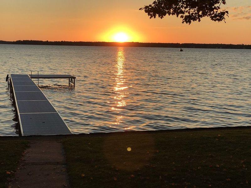 Hermosa puesta de sol tomada de la propiedad.