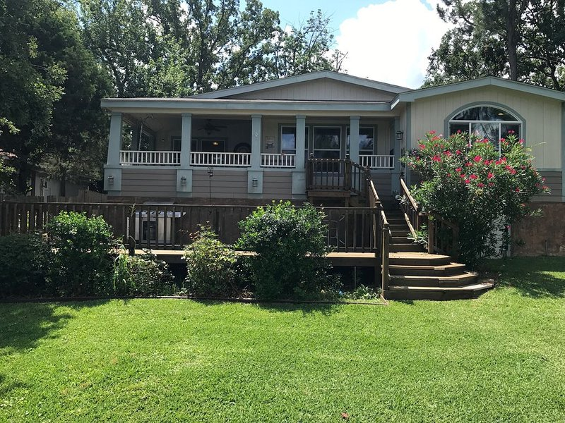 Great Escape on Cedar Creek Lake, holiday rental in Eustace