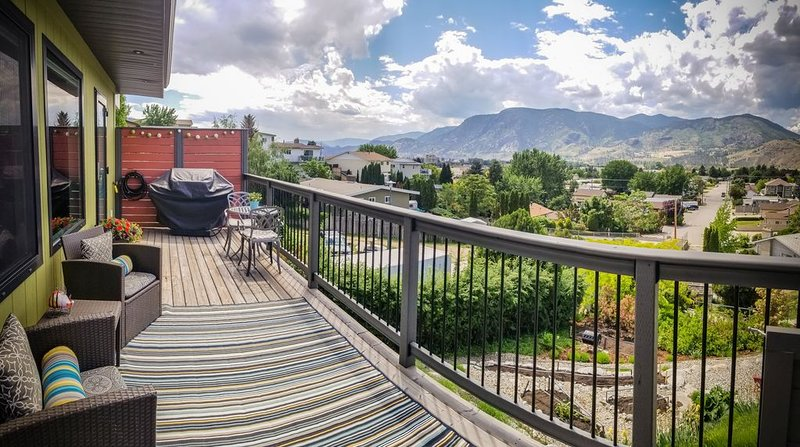 Private, Beautiful & Modern Carriage House Close To Skaha Lake And Bluffs, holiday rental in Okanagan Falls