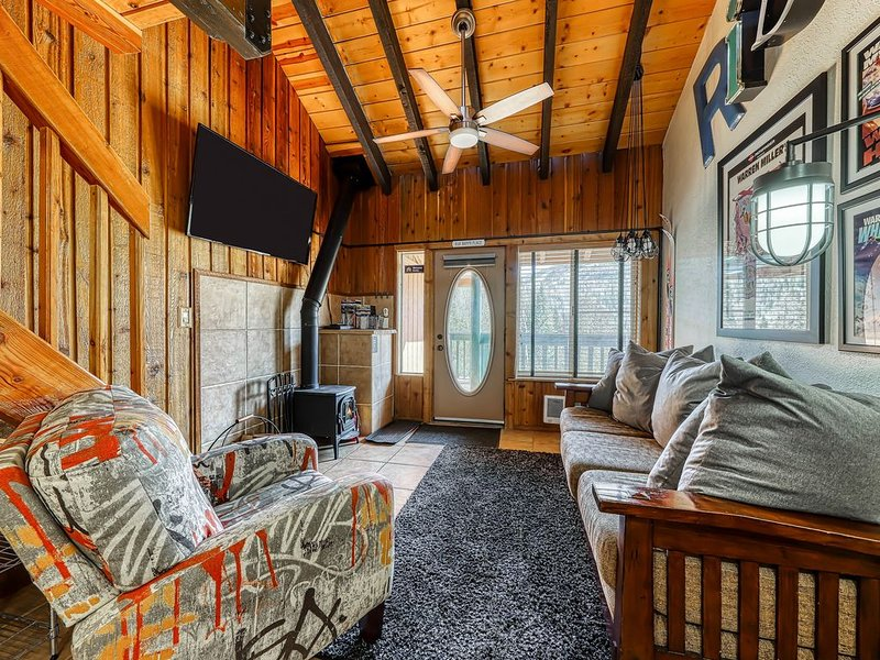 Dog-friendly condo in great location for skiing, mountain biking, & hiking!, holiday rental in Brian Head