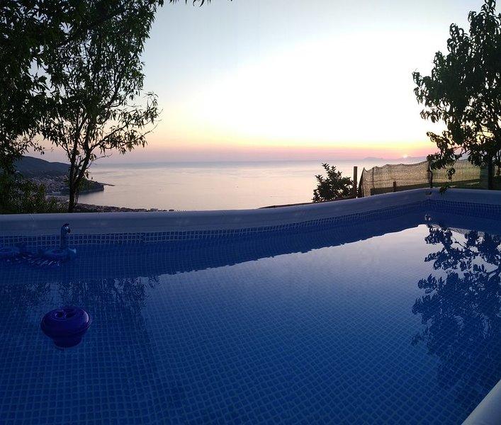 �MERAVIGLIOSO APP.TO CON PISCINA E GIARDINO VISTA CAPRI E COSTIERA AMALFITAN�, location de vacances à Agropoli