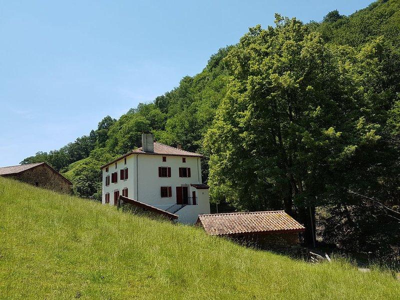Maison Basque traditionnelle dans un cadre exceptionnel, location de vacances à Bizkarreta-Gerendiain