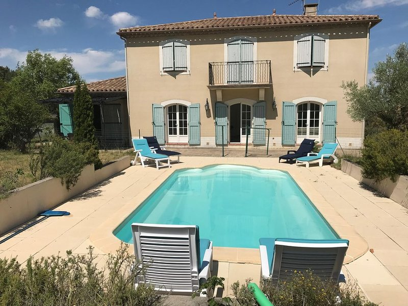 Bastide à Carcassonne avec piscine, Ferienwohnung in Trebes