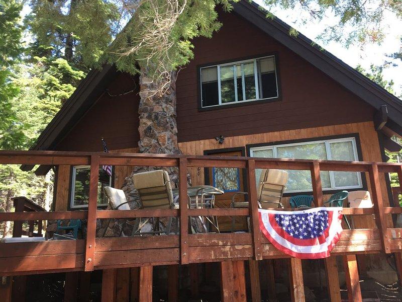 Cabin includes HOA Walk/shuttle to private beach, bar, restaurant, pool & tennis, location de vacances à Homewood
