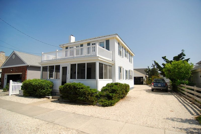 Old Time Beach House with Modern Amenities, holiday rental in Stone Harbor