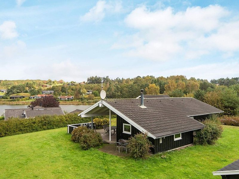 Gorgeous Holiday Home in Ebeltoft with Whirlpool, vacation rental in Balle