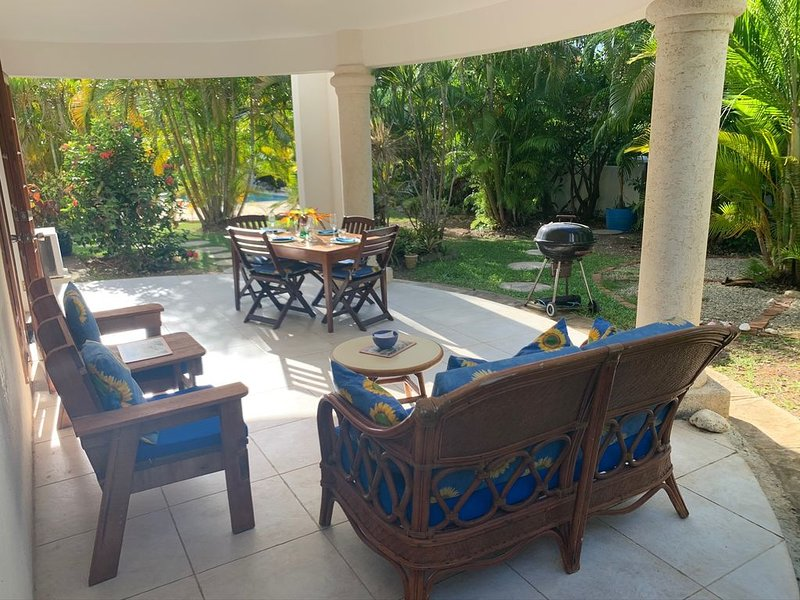 ATTRACTIVE self contained apartment in a 2 storey villa Spacious & well equipped, holiday rental in Mullins