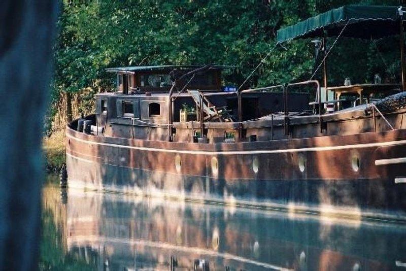 Péniche gite Lodela - Canal du Midi à proximité de Carcassonne, Ferienwohnung in Trebes