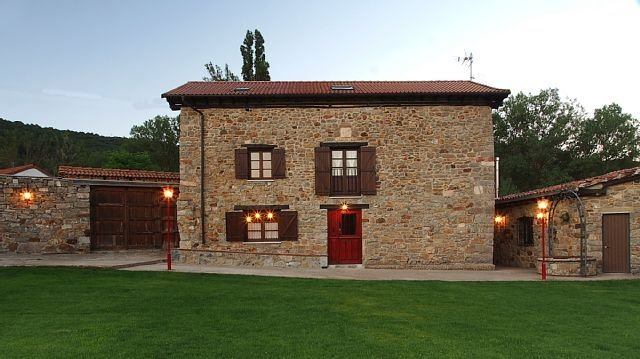 Casa rural (alquiler íntegro) El Guaje para 12 personas, aluguéis de temporada em Tudes