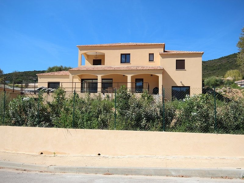 Spacious villa, panoramic view, heated swimming pool, spa, garden, near beaches, holiday rental in Sagone