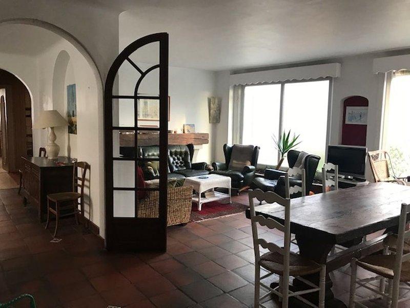 Grande maison avec jardin 100 m de la plage idéale pour famille 9 personnes, location de vacances à Les Sables d'Olonne