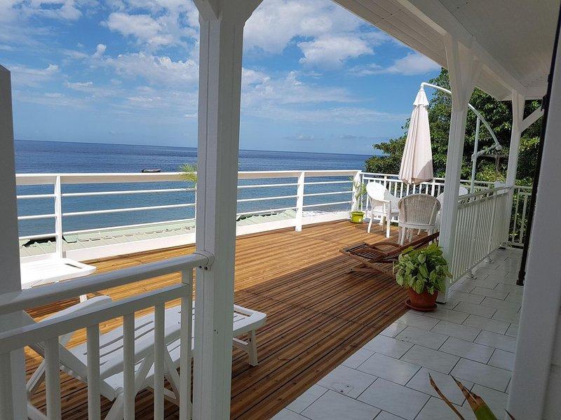 MAISON BORD DE MER LES PIEDS DANS L'EAU, holiday rental in Martinique
