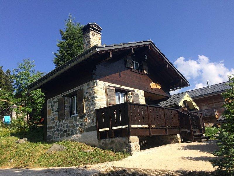 Chamrousse châlet 3*  indépendant, typique bois et pierres + cheminée /été-hiver, holiday rental in Isere