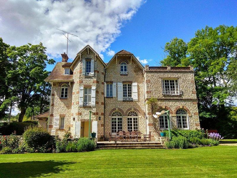 FONTAINEBLEAU: UNIQUE pour vacances d'été proche PARIS et Dysneyland., vacation rental in Vernou-la-Celle-sur-Seine
