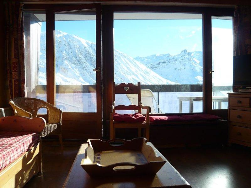 Charming south-facing apartment at the foot of the ski runs. Close to shops., holiday rental in Tignes