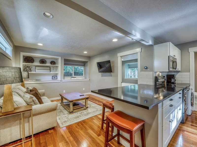 Cozy, contemporary cottage w/ deck - walk to downtown, parks/reserves nearby!, alquiler de vacaciones en Boise