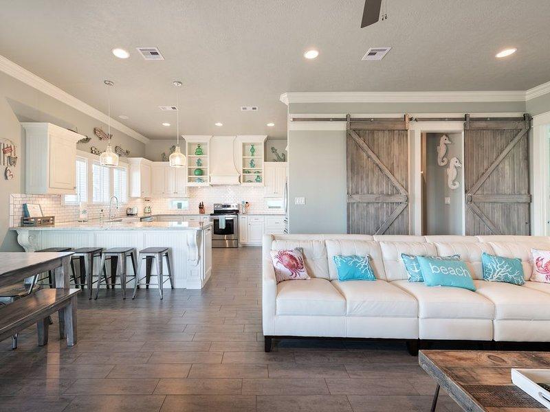 Viva Pura Vida - Brand new beach house (Sleeps 12-14), location de vacances à Crystal Beach