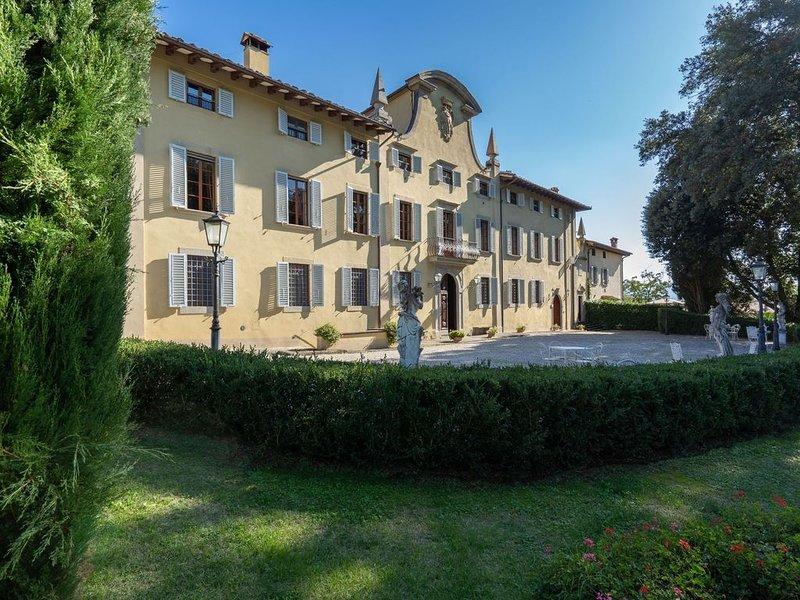 Villa a Ronta con 13 camere da letto e 26 posti letto, holiday rental in Ferracciano
