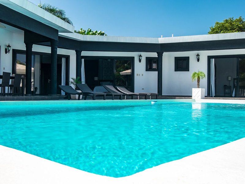 5 Master Suites Casa Linda perfect for large groups, vacation rental in Sosua