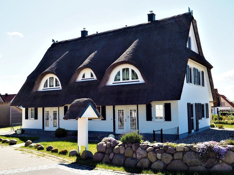Cozy Holiday Home in Rerik with Terrace, holiday rental in Wendelstorf