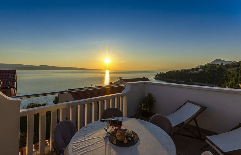 Perfectly located holiday home with the private pool, location de vacances à Stanici