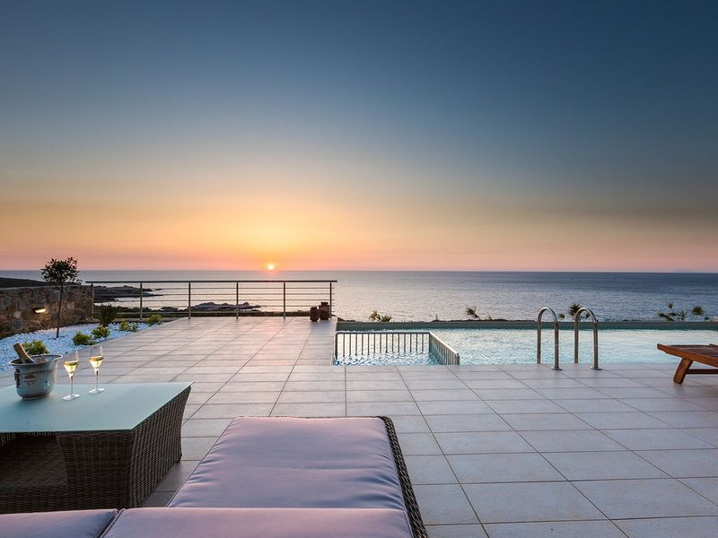 Luxury and Elegance in unspoiled nature with breathtaking sunsets – semesterbostad i Keramoti