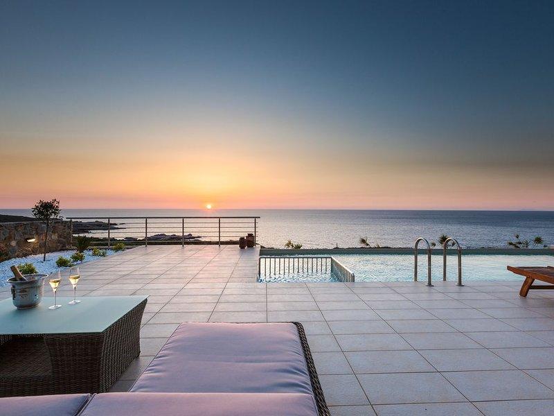 Luxury and Elegance in unspoiled nature with breathtaking sunsets – semesterbostad i Amigdhalokefali