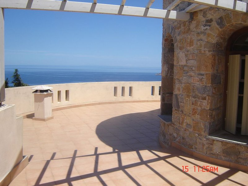 Villa Rotunda  in Alonissos Old Town, vacation rental in Alonnisos