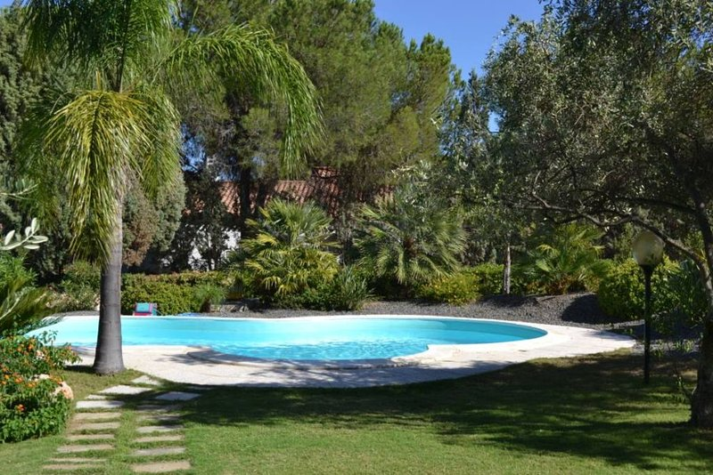 Villa con piscina privata Silvia Santa Margherita Di Pula, vakantiewoning in Pula